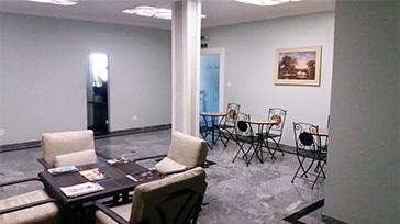 Foto da sala social do hotel.